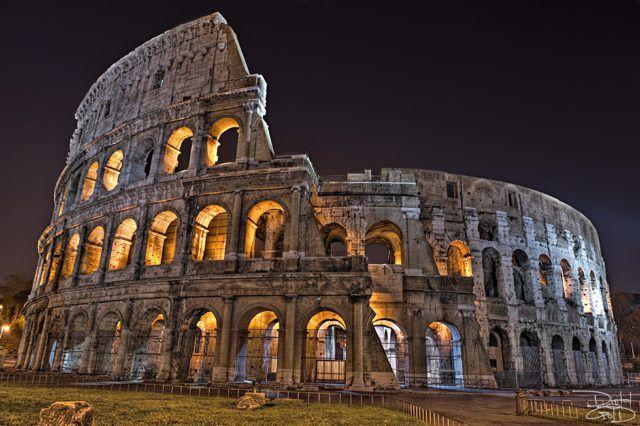 Rome_Colosium_at_Night
