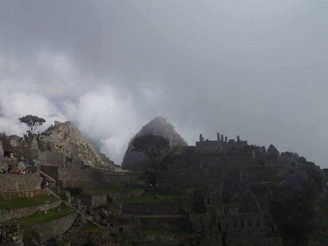 Cloudy_sunrise_machu_Picchu_Peru
