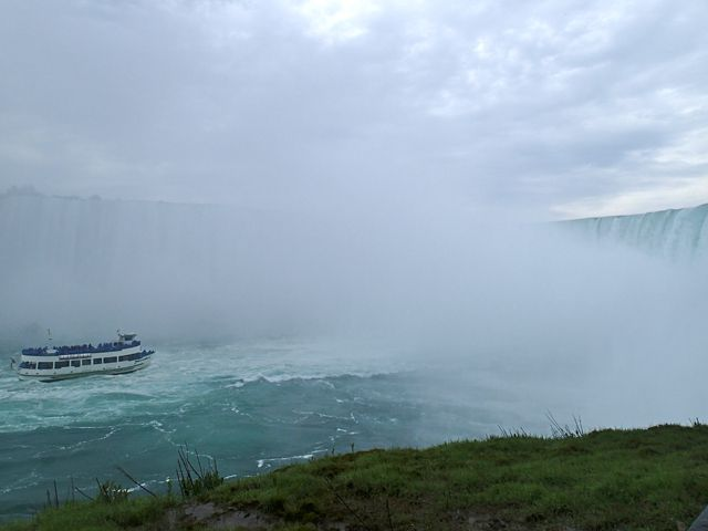 View_of_Maid_in_the_mist-Niagara_Falls_Canada