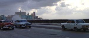 Havana_Malecon_Classic_Cars