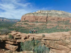 Hikers_on_Devils_Bridge_HIke_Sedona_Arizona