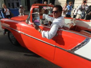 Red_Convertible_Havana_Cuba_with_book_Cubicle_to_Cuba