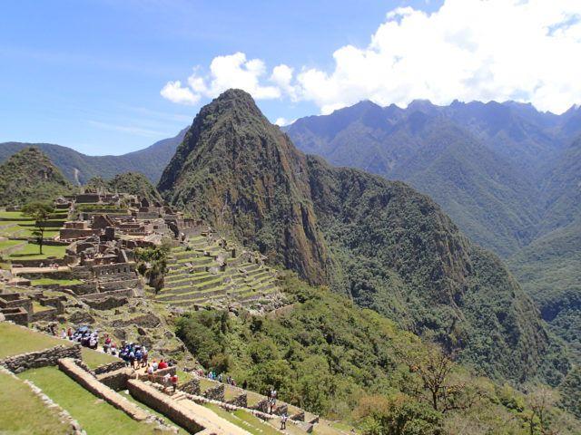Machu_Picchu_Sunny_Day_Peru