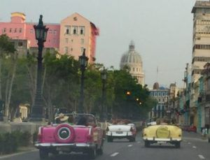 Classic_Convertible_Cars_in_Havana_Cuba