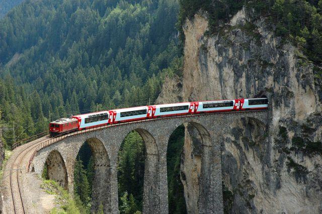 Glacier_Express_Train_Switzerland