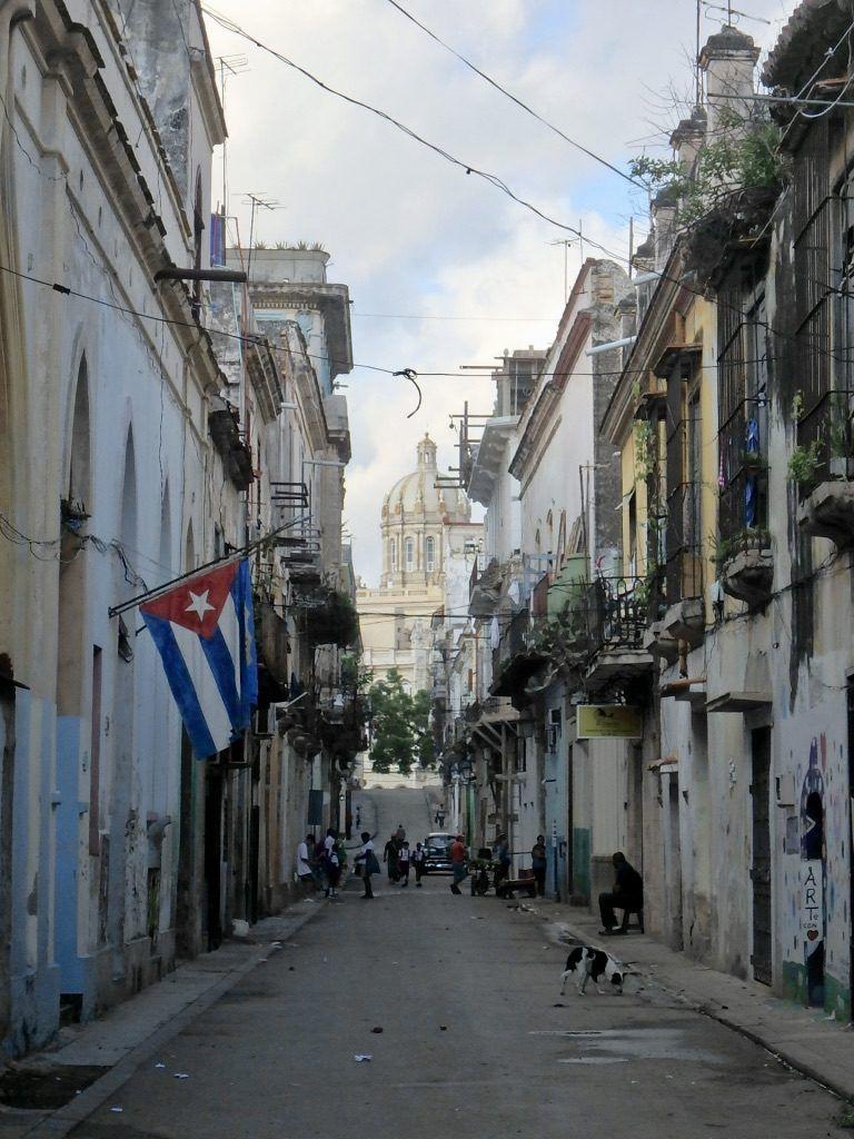 Old_Havana_Cuba_sidestreet